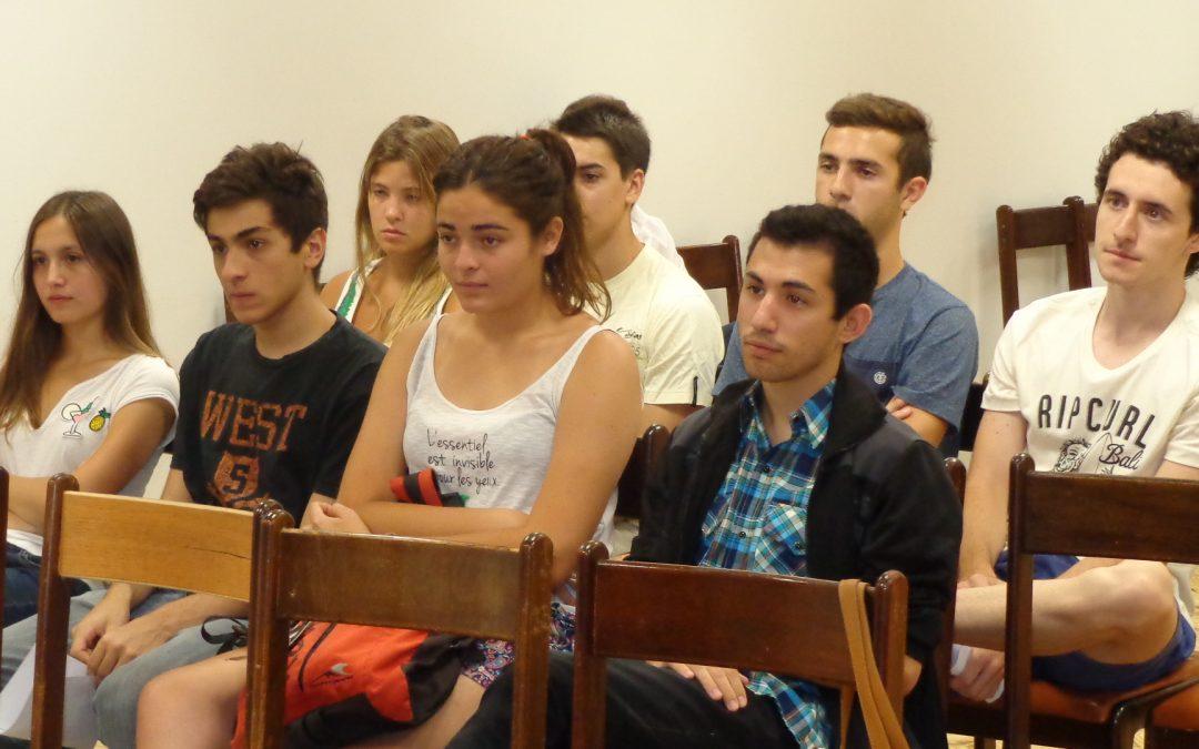 La Cooperativa recibe a los estudiantes becados