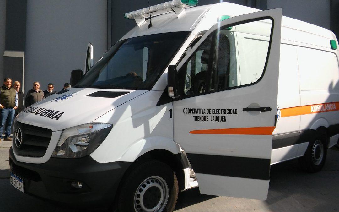 La Cooperativa presentó la nueva ambulancia